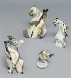 PORCELAIN ANIMALS DEPICTING 'T