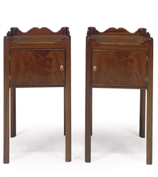 A PAIR OF MAHOGANY BEDSIDE CUP
