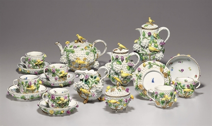 A GROUP OF MEISSEN SCHNEEBALLE