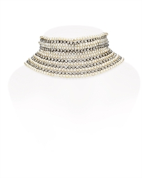 A DIAMOND AND PEARL CHOKER NEC