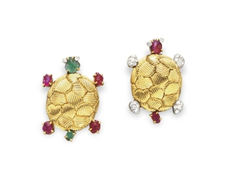 A PAIR OF MULTI-GEM AND GOLD T