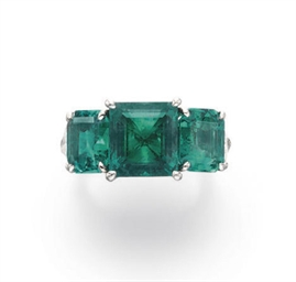 A THREE-STONE EMERALD AND DIAM