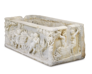 A EUROPEAN CARVED MARBLE TROUG