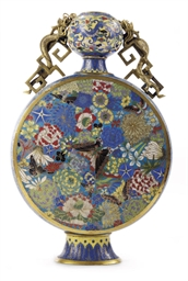 A CHINESE CLOISONNE ENAMEL MOO