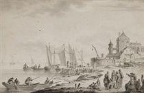 Bateaux amarrés au port, des pêcheurs dans leur barque et une ville à l'arrière-plan