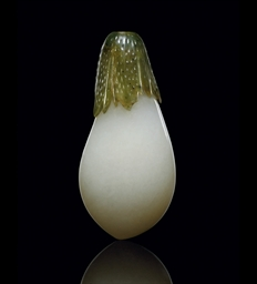 A WHITE AND SPINACH-GREEN JADE AUBERGINE-SHAPED SNUFF BOTTLE...