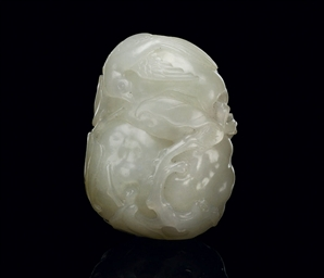A WHITE JADE CARVED SNUFF BOTT