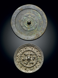 A SILVERY BRONZE 'LION AND GRA