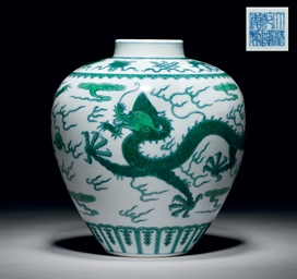 A GREEN-ENAMELLED 'DRAGON' JAR