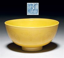 A YELLOW-GLAZED INCISED 'MEDALLION' BOWL