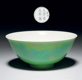 AN APPLE-GREEN-GLAZED BOWL