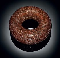 A RARE FINELY CARVED RED LACQUER RING-FORM BOX AND COVER