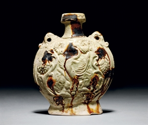 A SPLASH-GLAZED POTTERY FLASK