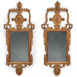 A PAIR OF SPANISH GILTWOOD GIR