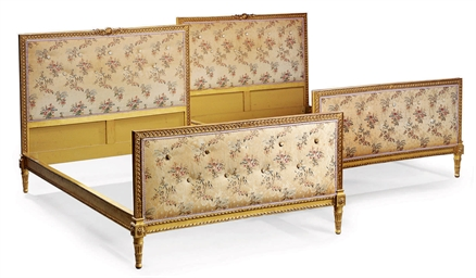 A PAIS OF FRENCH GILTWOOD SING