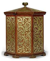 A MAHOGANY AND BRASS OCTAGONAL