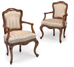 A PAIR OF ITALIAN CARVED BEECH