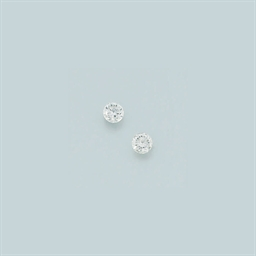 A pair diamond earstuds