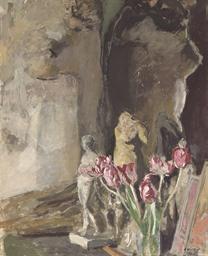 Tulipes et statuettes