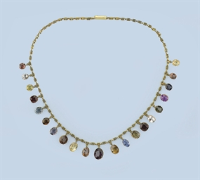 AN ANTIQUE GEM SET NECKLACE