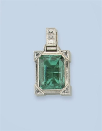 AN EMERALD PENDANT