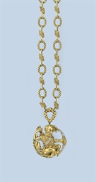 A GOLD NECKLACE AND PENDANT, B