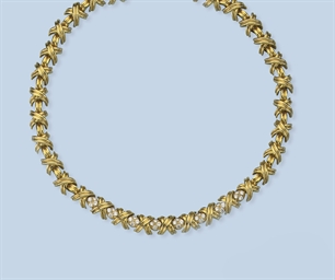 A DIAMOND NECKLACE AND EARCLIP