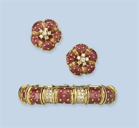 AN ENAMEL BANGLE AND EARRINGS,