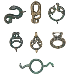 A GROUP OF SEVEN SMALL BRONZE