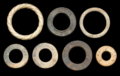 A GROUP OF SEVEN JADE RINGS, H
