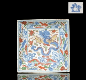 A SQUARE WUCAI DISH, 16TH CENT