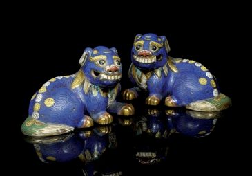 A PAIR OF CLOISONNE ENAMELLED