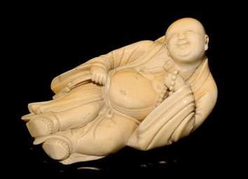 AN IVORY LOHAN FIGURE, 18TH CE