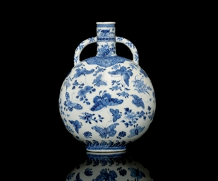 A BLUE AND WHITE MOONFLASK, 18