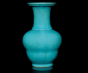 A TURQUOISE GLAZED VASE, 18TH