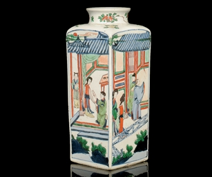 A WUCAI SQUARE SECTIONED VASE,