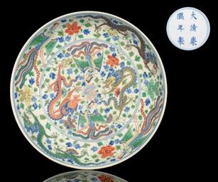 A WUCAI DRAGON DISH, KANGXI MA