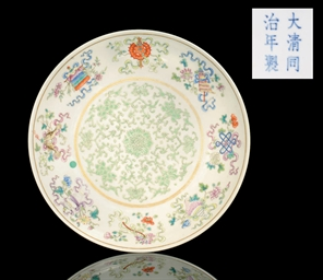A FAMILLE ROSE DISH, TONGZHI M