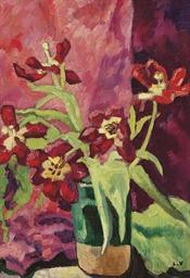 Vase, tulipes rouges