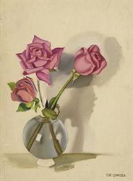 Trois roses dans un vase