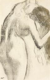 Femme s'essuyant