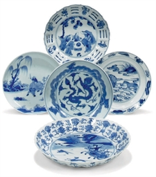 THREE CHINESE BLUE AND WHITE D