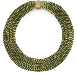 A GOLD AND ENAMEL NECKLACE, RE