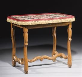 TABLE DE STYLE LOUIS XIV