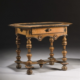 TABLE D'HUISSIER