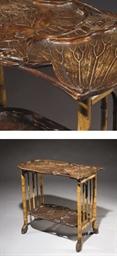 TABLE A ETAGERES