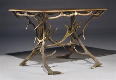 TABLE EN BOIS DE CERF