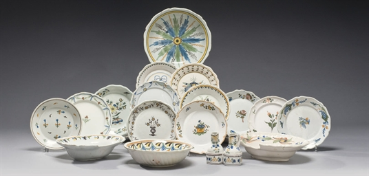 ENSEMBLE DE FAIENCE FRANCAISE