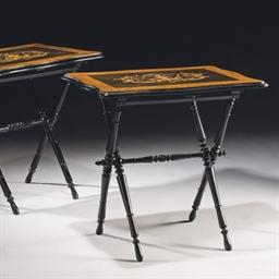 PAIRE DE TABLES D'APPOINT PLIA
