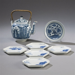 LOT DE SEPT PIECES EN PORCELAI